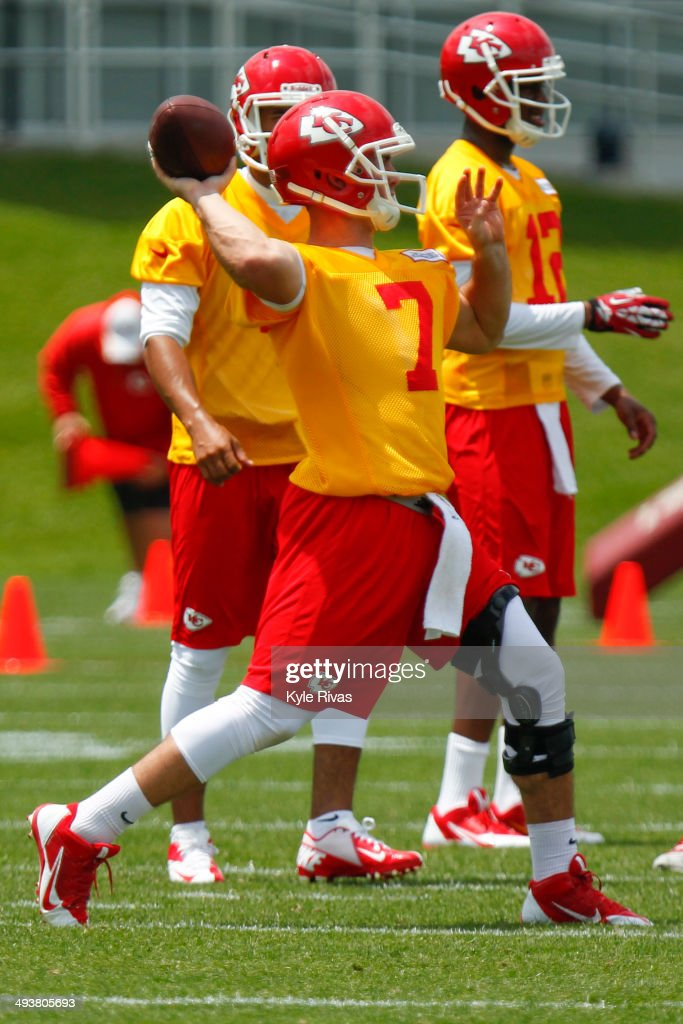 Aaron Murray #7 of the Kansas City Chiefs participate in drills during the Rookie Minicamp May 25, 2014 at the Chiefs Training Facility in Kansas City, Missouri.