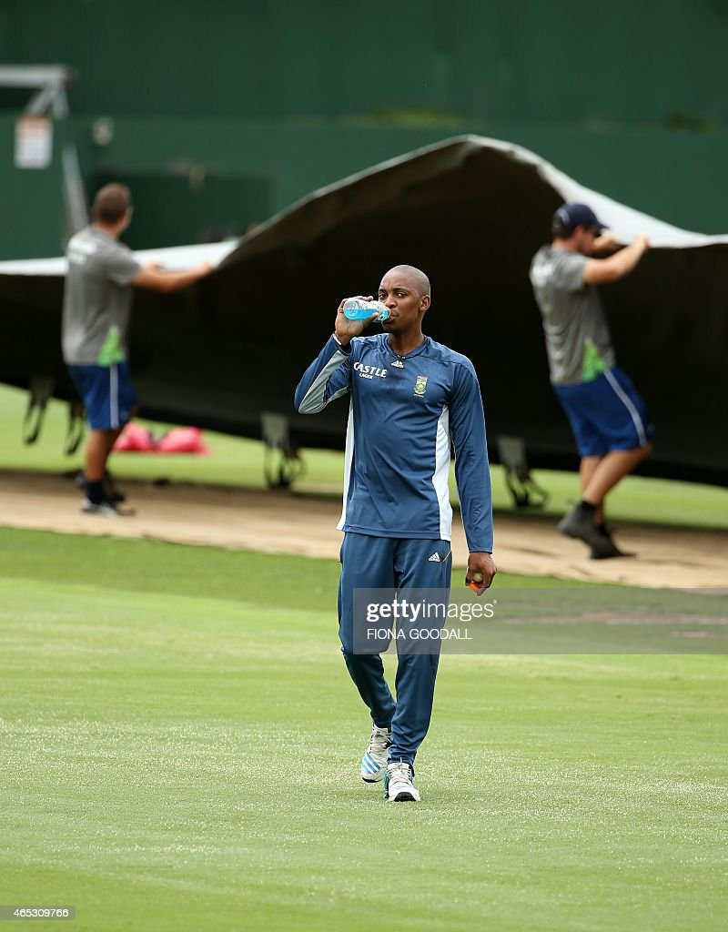 <a gi-track='captionPersonalityLinkClicked' href=/galleries/search?phrase=Aaron+Phangiso&family=editorial&specificpeople=7184692 ng-click='$event.stopPropagation()'>Aaron Phangiso</a> attends the South Africa team training session ahead of their 2015 Cricket World Cup match against Pakistan at Eden Park in Auckland on March 6, 2015. AFP PHOTO / Fiona Goodall