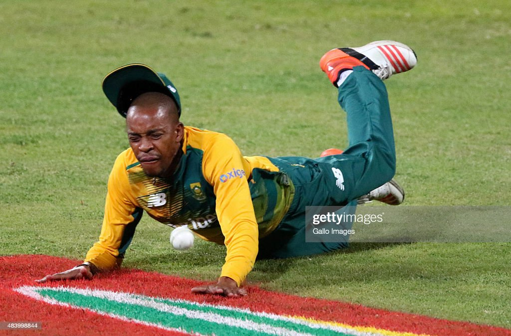 <a gi-track='captionPersonalityLinkClicked' href=/galleries/search?phrase=Aaron+Phangiso&family=editorial&specificpeople=7184692 ng-click='$event.stopPropagation()'>Aaron Phangiso</a> of South Africa misses a catch during the 1st KFC T20 International match between South Africa and New Zealand at Sahara Stadium Kingsmead on August 14, 2015 in Durban, South Africa.
