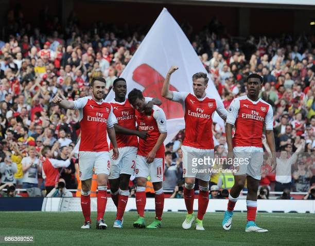Aaron Ramsey celebrates scoring the 3rd Arsenal goal with Danny Welbeck Mesut Ozil Rob Holding and Alex Iwobi during the Premier League match between...