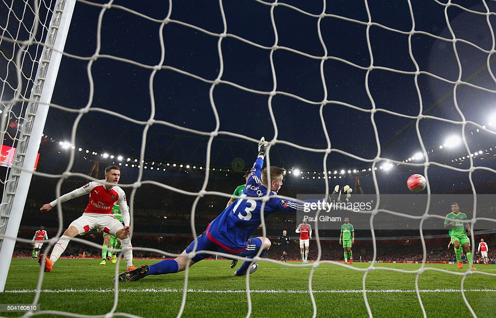 Aaron Ramsey of Arsenal scores the second goal for Arsenal during the Emirates FA Cup Third Round match bewtween Arsenal and Sunderland at Emirates Stadium on January 9, 2016 in London, England.