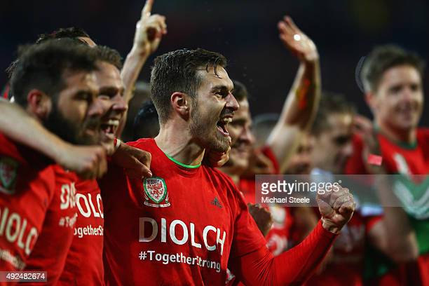 Aaron Ramsey of Wales celebrates victory with team mates after the UEFA EURO 2016 qualifying Group B match between Wales and Andorra at Cardiff City...