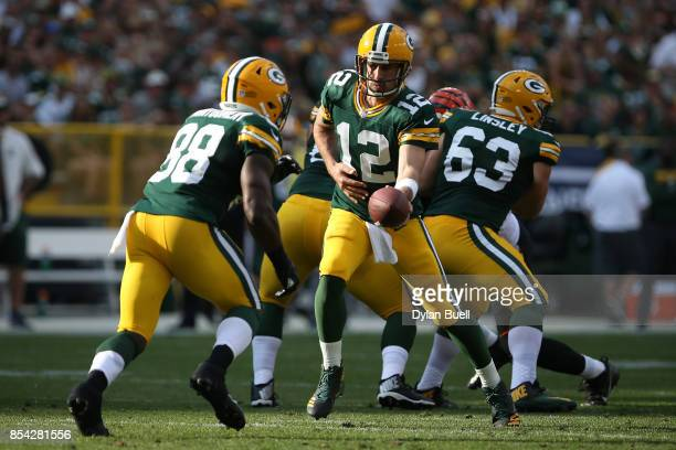Aaron Rodgers of the Green Bay Packers hands the ball off to Ty Montgomery in the second quarter against the Cincinnati Bengals at Lambeau Field on...