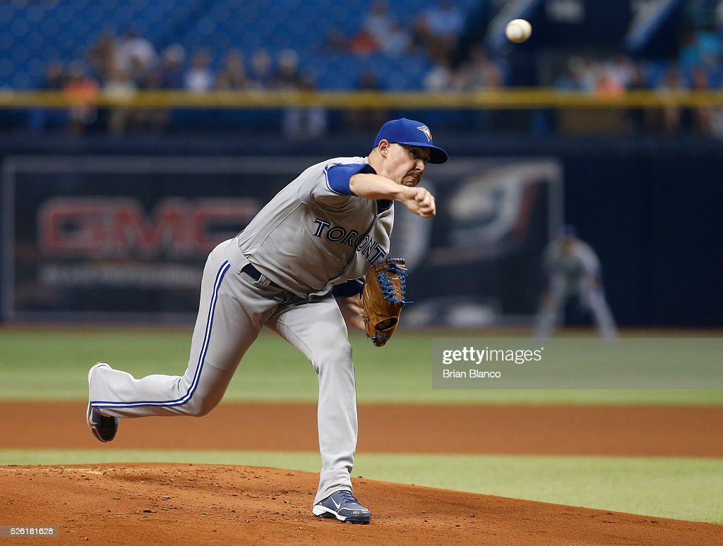 <a gi-track='captionPersonalityLinkClicked' href=/galleries/search?phrase=Aaron+Sanchez+-+Jogador+de+basebol&family=editorial&specificpeople=15130802 ng-click='$event.stopPropagation()'>Aaron Sanchez</a> #41 of the Toronto Blue Jays pitches during the first inning of a game against the Tampa Bay Rays on April 29, 2016 at Tropicana Field in St. Petersburg, Florida.