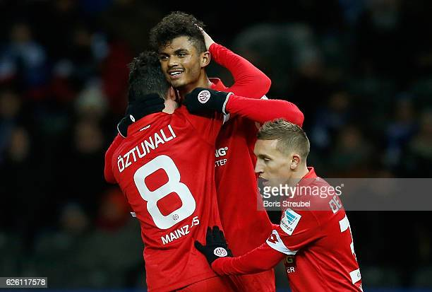 Aaron Seydel of 1 FSV Mainz 05 celebrates with team mates after scoring his team's first goal against goalkeeper Rune Jarstein of Hertha BSC during...