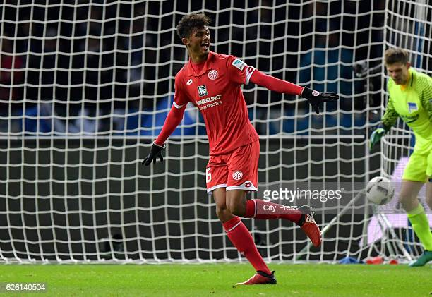 Aaron Seydel scores the 10 during the game between Hertha BSC and Mainz 05 on november 27 2016 in Berlin Germany