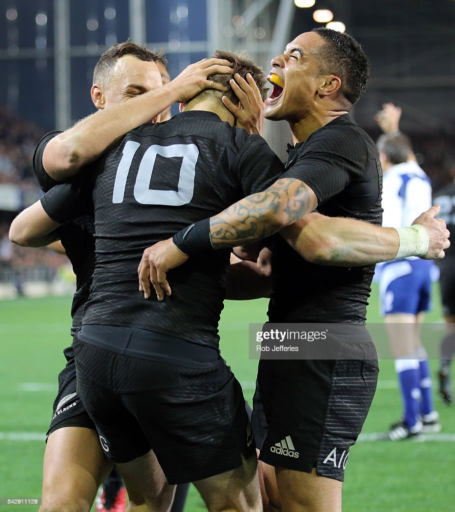 <a gi-track='captionPersonalityLinkClicked' href=/galleries/search?phrase=Aaron+Smith+-+Rugby+Union+Player&family=editorial&specificpeople=11191134 ng-click='$event.stopPropagation()'>Aaron Smith</a> of New Zealand celebrates the try of <a gi-track='captionPersonalityLinkClicked' href=/galleries/search?phrase=Beauden+Barrett&family=editorial&specificpeople=7264286 ng-click='$event.stopPropagation()'>Beauden Barrett</a> during the International Test match between the New Zealand All Blacks and Wales at Forsyth Barr Stadium on June 25, 2016 in Dunedin, New Zealand.