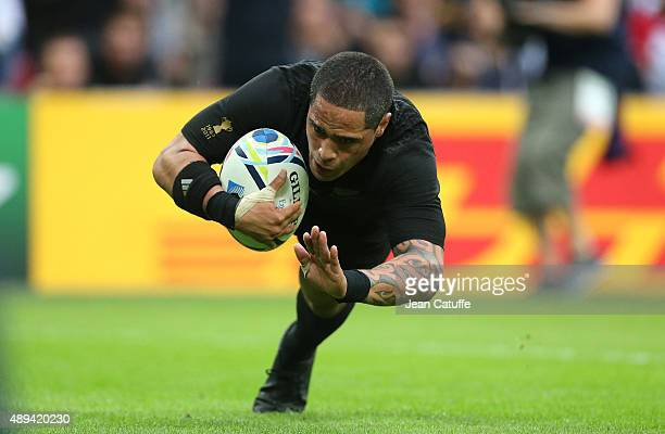 Aaron Smith of New Zealand scores a try during the Rugby World Cup 2015 match between New Zealand and Argentina at Wembley Stadium on September 20...