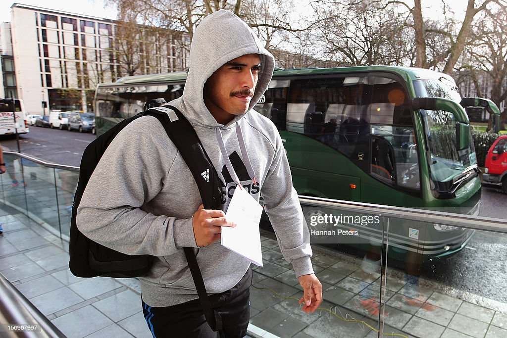 Aaron Smith of the All Blacks arrives for a recovery session at the Imperial College on November 26, 2012 in London, England.