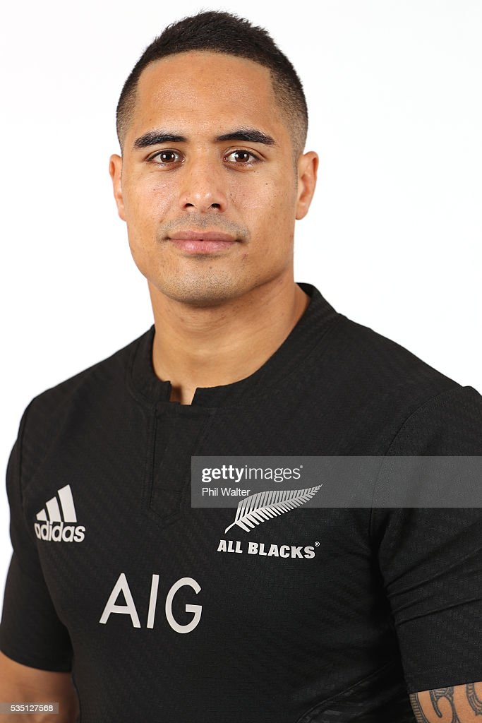 <a gi-track='captionPersonalityLinkClicked' href=/galleries/search?phrase=Aaron+Smith+-+Rugby+union-spelare&family=editorial&specificpeople=11191134 ng-click='$event.stopPropagation()'>Aaron Smith</a> of the All Blacks poses for a portrait during a New Zealand All Black portrait session on May 29, 2016 in Auckland, New Zealand.