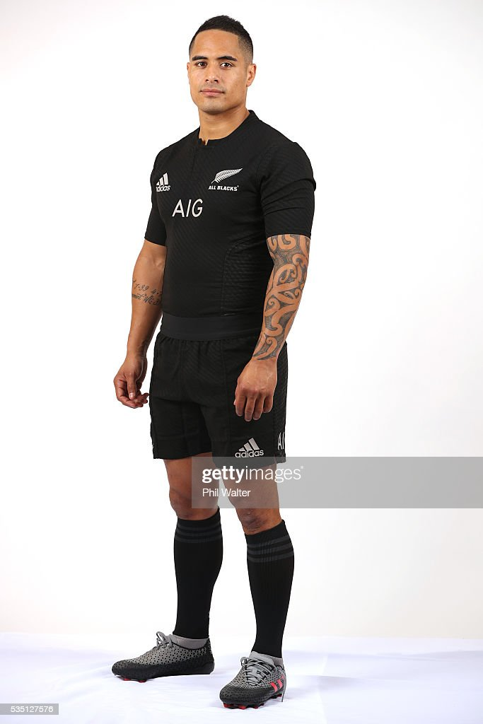<a gi-track='captionPersonalityLinkClicked' href=/galleries/search?phrase=Aaron+Smith+-+Rugby+Union+Player&family=editorial&specificpeople=11191134 ng-click='$event.stopPropagation()'>Aaron Smith</a> of the All Blacks poses for a portrait during a New Zealand All Black portrait session on May 29, 2016 in Auckland, New Zealand.