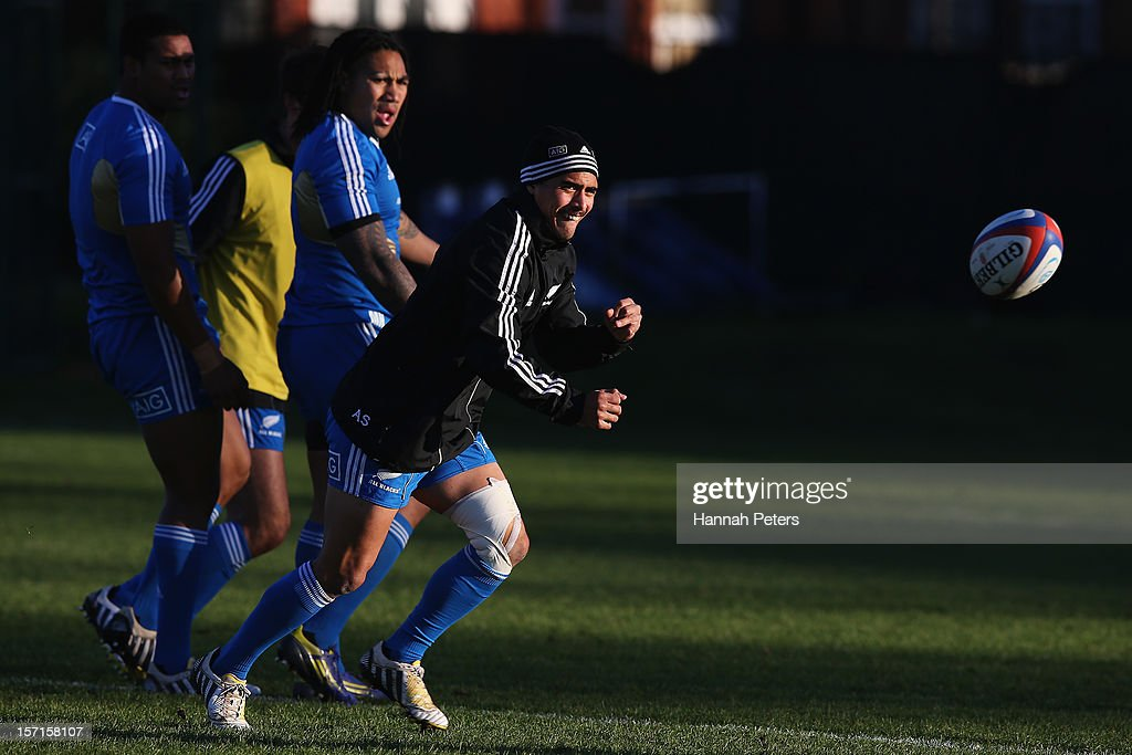 Aaron Smith of the All Blacks runs through drills during a training session at Latymers Upper School on November 29, 2012 in London, England.