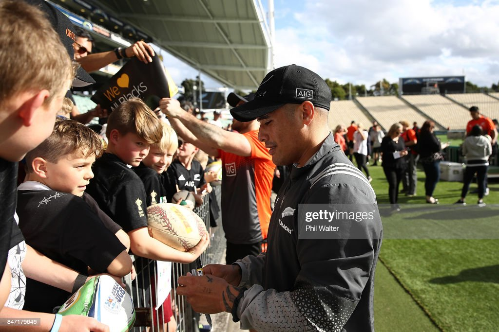 Aaron Smith of the All Blacks signs autographs during a New Zealand All Blacks Captain's Run at QBE Stadium on September 15, 2017 in Auckland, New Zealand.