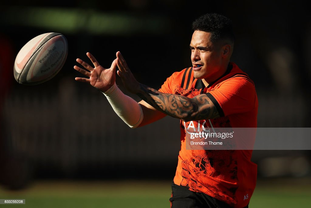 Aaron Smith of the All Blacks takes a pass during a New Zealand All Blacks training session at North Sydney Oval on August 17, 2017 in Sydney, Australia.