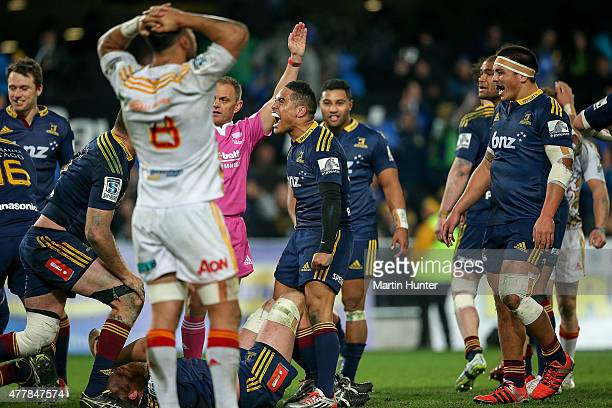 Aaron Smith of the Highlanders celebrates during the Super Rugby Qualifying Final match between the Highlanders and the Chiefs at Forsyth Barr...