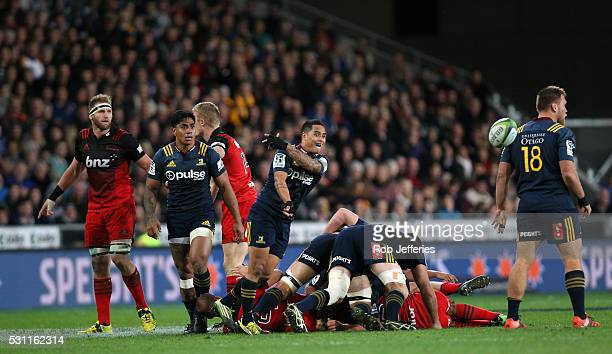 Aaron Smith of the Highlanders passes the ball during the round twelve Super Rugby match between the Highlanders and Crusaders at Forsyth Barr...
