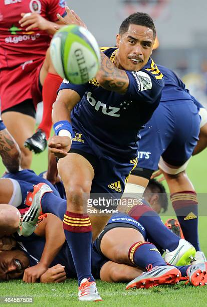 Aaron Smith of the Highlanders passes the ball during the round three Super Rugby match between the Highlanders and the Reds at Forsyth Barr Stadium...