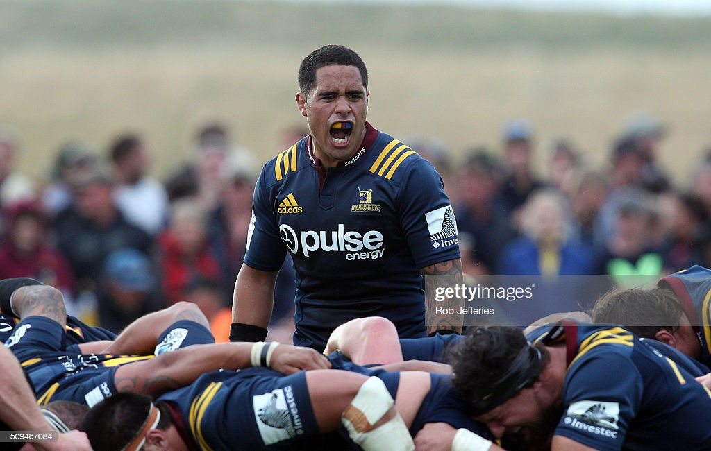 <a gi-track='captionPersonalityLinkClicked' href=/galleries/search?phrase=Aaron+Smith+-+Rugby+Union+Player&family=editorial&specificpeople=11191134 ng-click='$event.stopPropagation()'>Aaron Smith</a> of the Highlanders yells at his team-mates during the Super Rugby trial match between the Highlanders and the Crusaders at Fred Booth Park on February 11, 2016 in Waimumu, New Zealand.