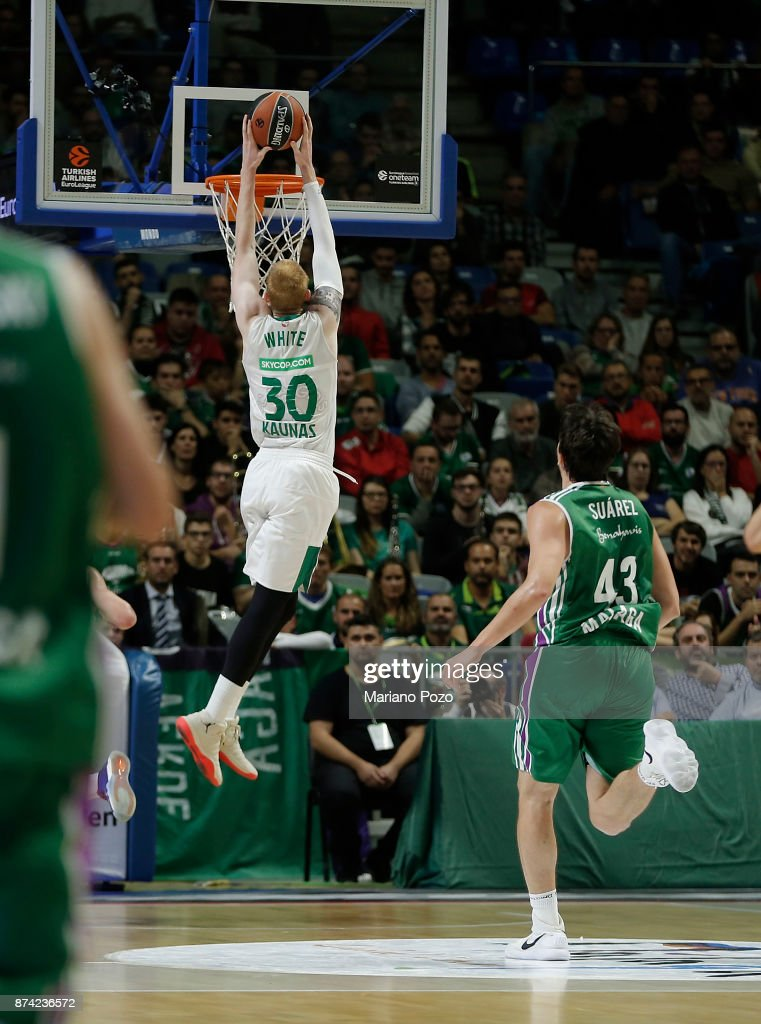 Aaron White, #30 of Zalgiris Kaunas in action during the 2017/2018 Turkish Airlines EuroLeague Regular Season Round 7 game between Unicaja Malaga and Zalgiris Kaunas at Martin Carpena Arena on November 14, 2017 in Malaga, Spain.
