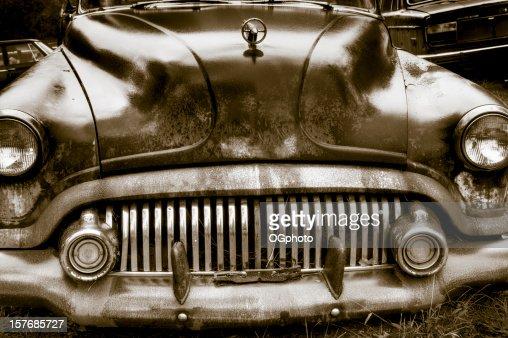 錆びた自動車廃