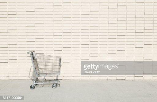 Abandoned Shopping Cart : Bildbanksbilder