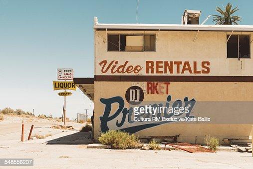 Abandoned store building, Salton Sea, California, USA : Stock Photo