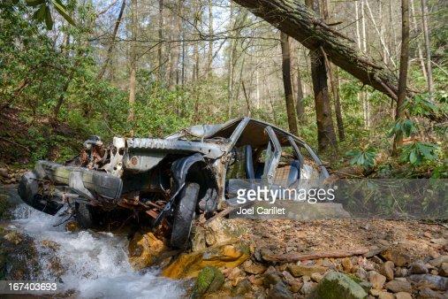 Alten zerstörten Auto in Wald in See Unicoi County, Tennessee : Stock-Foto