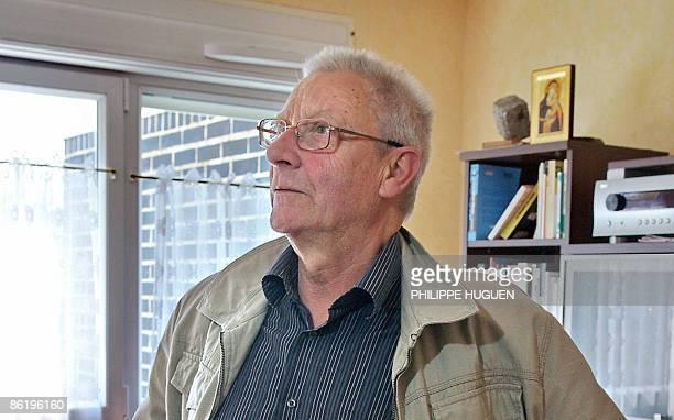 L'abbé Dominique Wiel l'un des treize acquittés dans l'affaire de pédophilie d'Outreau pose le 24 avril 2009 à son domicile d'Outreau après la...