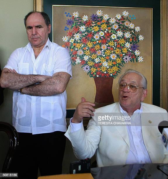 Abdala Bucaram expresidente de Ecuador escucha las declaraciones del abogado ecuatoriano Hector Solorzano durante una conferencia en su domicilio en...