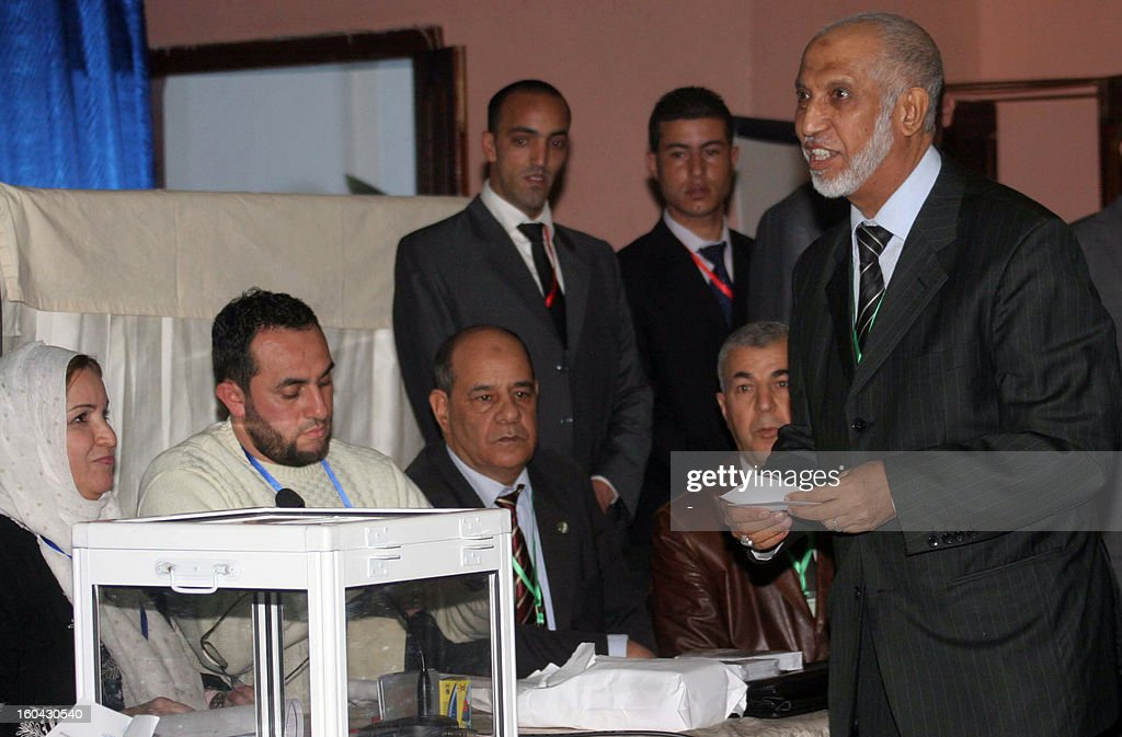 Abdelaziz Belkhadem (L), secretary general of the National Liberation Front (FLN), casts his vote as the FLN held a vote of confidence over Belkhadem's position, in Algiers on January 31, 2013. The central committee of Algeria's ruling party relieved its chief Belkhadem of his duties, an AFP journalist reported. AFP PHOTO/STR