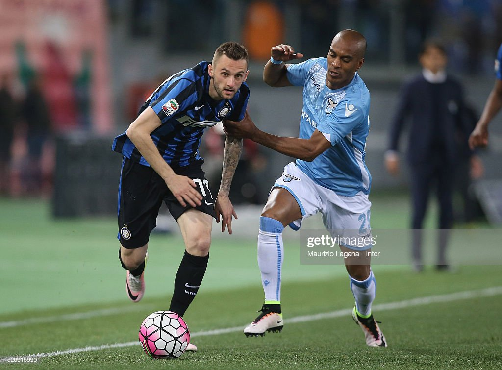 Abdoulay Konko (R) of Lazio competes for the ball with Marcelo Brozovic of Inter during the Serie A match between SS Lazio and FC Internazionale Milano at Stadio Olimpico on May 1, 2016 in Rome, Italy.