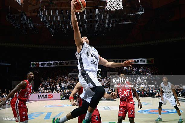 Abdul Gaddy of Obiettivo Lavoro competes with Rakim Sanders and Krunoslav Simon and Oliver Lafayette of EA7 during the LegaBasket match between...