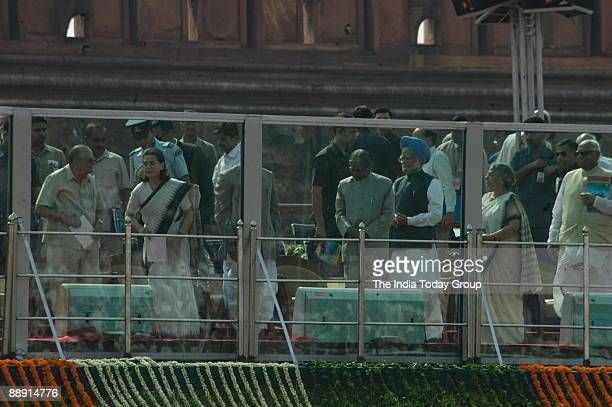 Abdul Kalam President of India along with Manmohan Singh Prime Minister of India Sonia Gandhi President of All India Congress Committee and United...