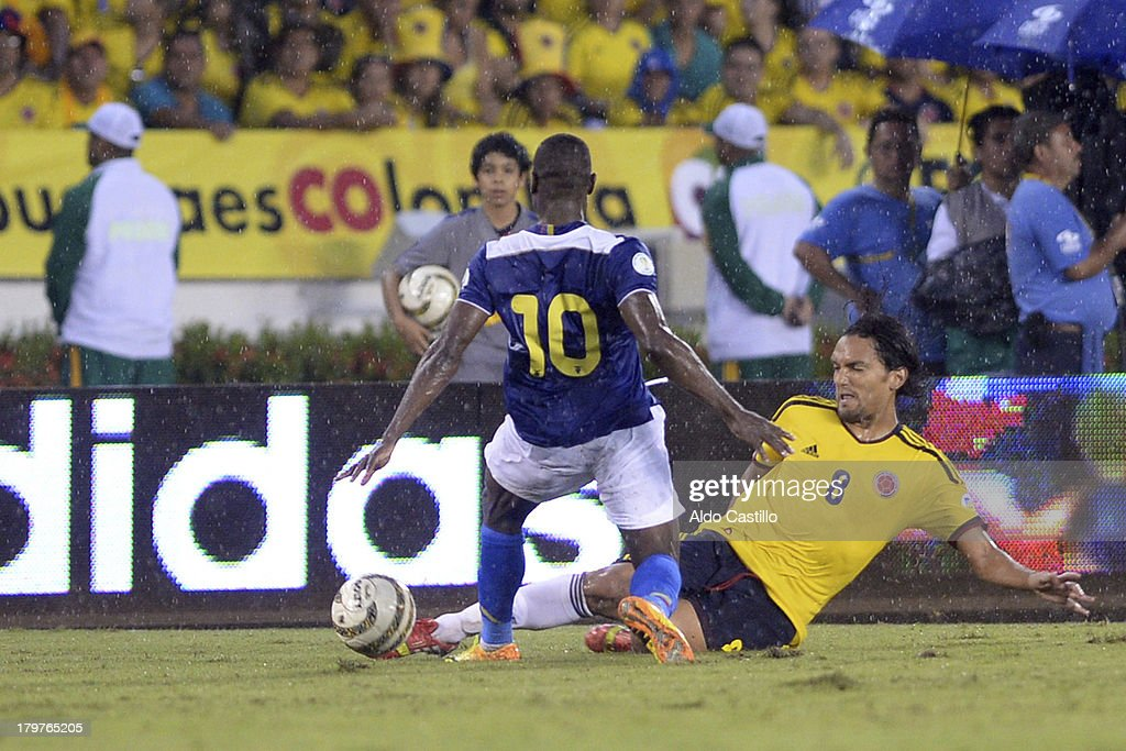 <a gi-track='captionPersonalityLinkClicked' href=/galleries/search?phrase=Abel+Aguilar&family=editorial&specificpeople=2309935 ng-click='$event.stopPropagation()'>Abel Aguilar</a> of Colombia fights for the ball with Walter Ayovi of Ecuador during a match between Colombia and Ecuador as part of the 15th round of the South American Qualifiers at Metropolitano Roberto Melendez Stadium on September 06, 2013 in Barranquilla, Colombia.