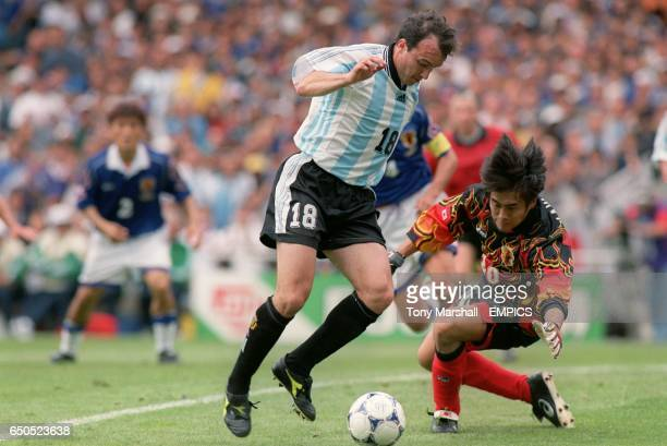 Abel Balbo of Argentina takes the ball around Japan goalkeeper Yoshikatsu Kawaguchi