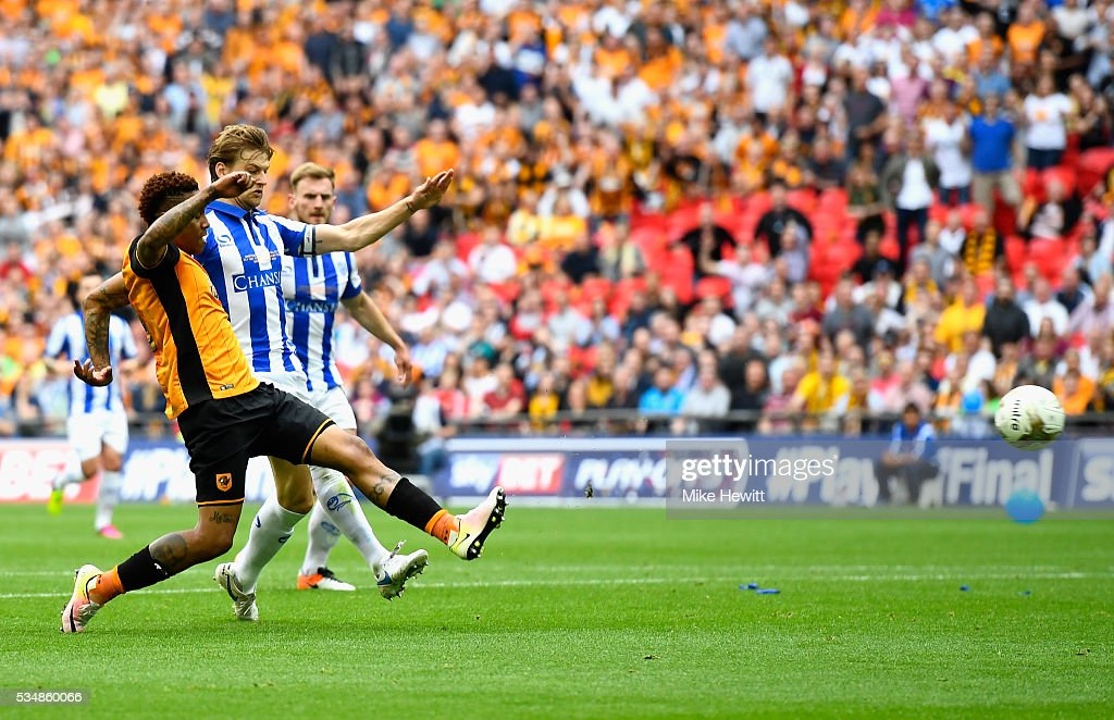 Abel Hernandez of Hull City shoots at goal during Sky Bet Championship Play Off Final match between Hull City and Sheffield Wednesday at Wembley Stadium on May 28, 2016 in London, England.