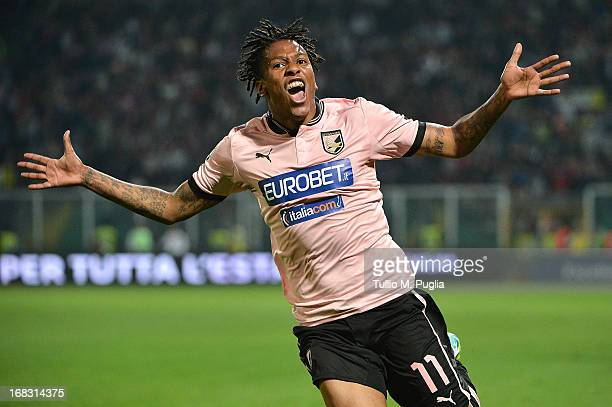 Abel Hernandez of Palermo celebrates after scoring the second equalizing goal during he Serie A match between US Citta di Palermo and Udinese Calcio...