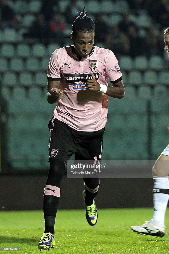 Abel Hernandez of US Citta di Palermo celebrates after scoring a goal during the Serie B match between AC Siena and US Citta di Palermo at Artemio Franchi - Mps Arena on October 21, 2013 in Siena, Italy.