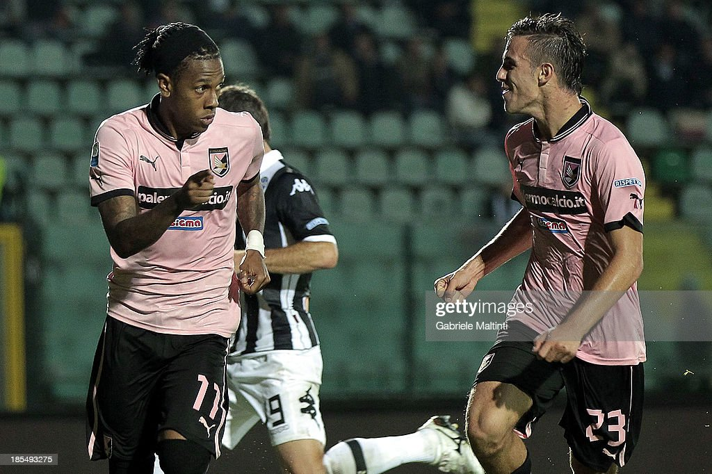 <a gi-track='captionPersonalityLinkClicked' href=/galleries/search?phrase=Abel+Hernandez&family=editorial&specificpeople=2292325 ng-click='$event.stopPropagation()'>Abel Hernandez</a> (L) of US Citta di Palermo celebrates with Valero Verre after scoring a goal during the Serie B match between AC Siena and US Citta di Palermo at Artemio Franchi - Mps Arena on October 21, 2013 in Siena, Italy.