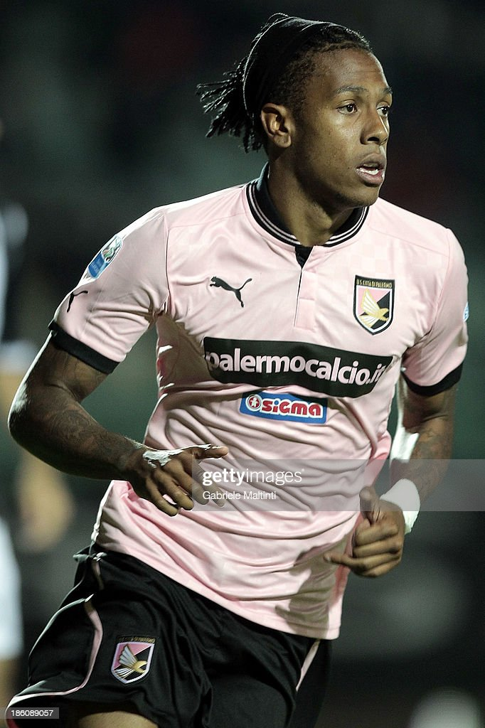 <a gi-track='captionPersonalityLinkClicked' href=/galleries/search?phrase=Abel+Hernandez&family=editorial&specificpeople=2292325 ng-click='$event.stopPropagation()'>Abel Hernandez</a> of US Citta' di Palermo in action during the Serie B match between AC Siena and US Citta di Palermo at Artemio Franchi - Mps Arena on October 21, 2013 in Siena, Italy.