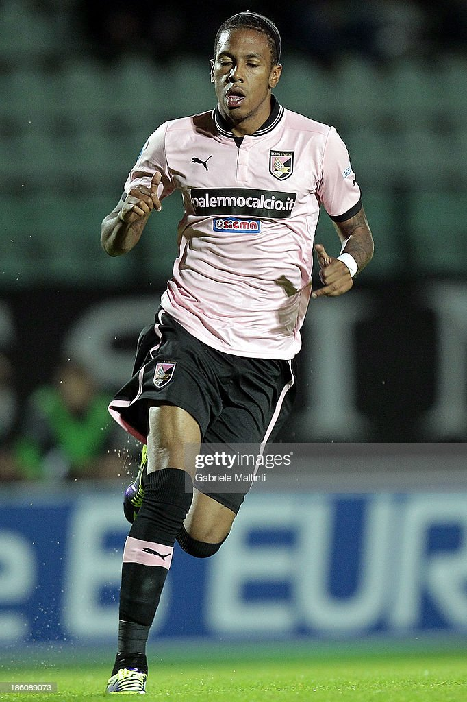 Abel Hernandez of US Citta' di Palermo in action during the Serie B match between AC Siena and US Citta di Palermo at Artemio Franchi - Mps Arena on October 21, 2013 in Siena, Italy.