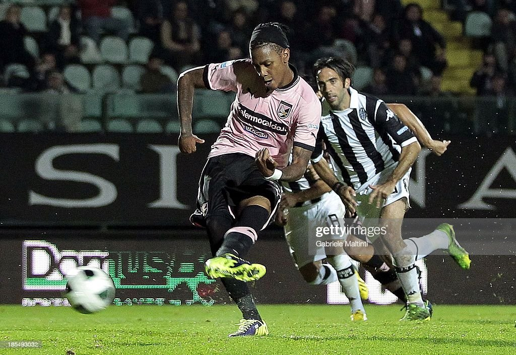<a gi-track='captionPersonalityLinkClicked' href=/galleries/search?phrase=Abel+Hernandez&family=editorial&specificpeople=2292325 ng-click='$event.stopPropagation()'>Abel Hernandez</a> of US Citta' di Palermo scores his second goal with a penalty-kick during the Serie B match between AC Siena and US Citta di Palermo at Artemio Franchi - Mps Arena on October 21, 2013 in Siena, Italy.