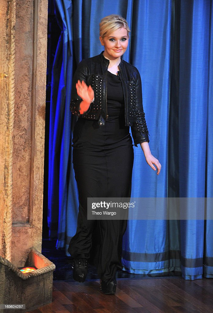 Abigail Breslin visits 'Late Night With Jimmy Fallon' at Rockefeller Center on March 13, 2013 in New York City.