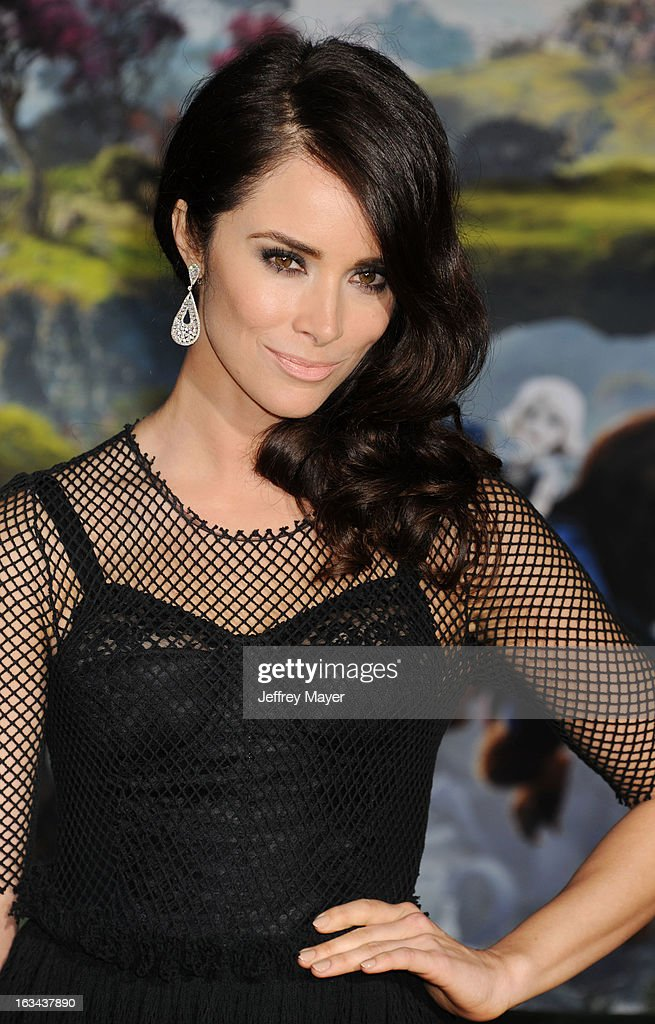 Abigail Spencer attends the world premiere of Disney's 'OZ The Great And Powerful' at the El Capitan Theatre on February 13, 2013 in Hollywood, California.