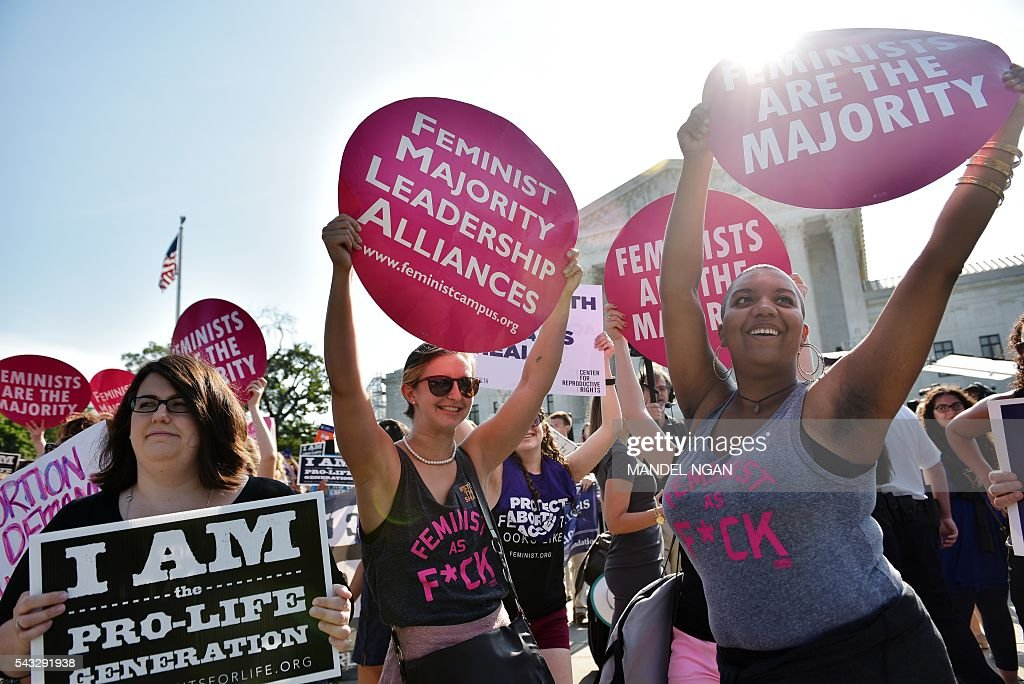Abortion rights activists hold placards outside of the US Supreme Court ahead of an expected ruling on abortion clinic restrictions on June 27, 2016 in Washington, DC. / AFP / Mandel Ngan