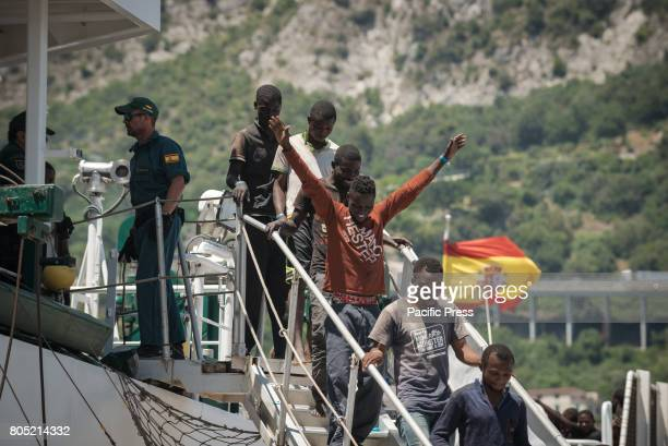 About 1200 refugees landed in Salerno aboard the patrol vessel 'Rio Segura' of the Maritime Service of the Spanish Civil Guard On board also 256...