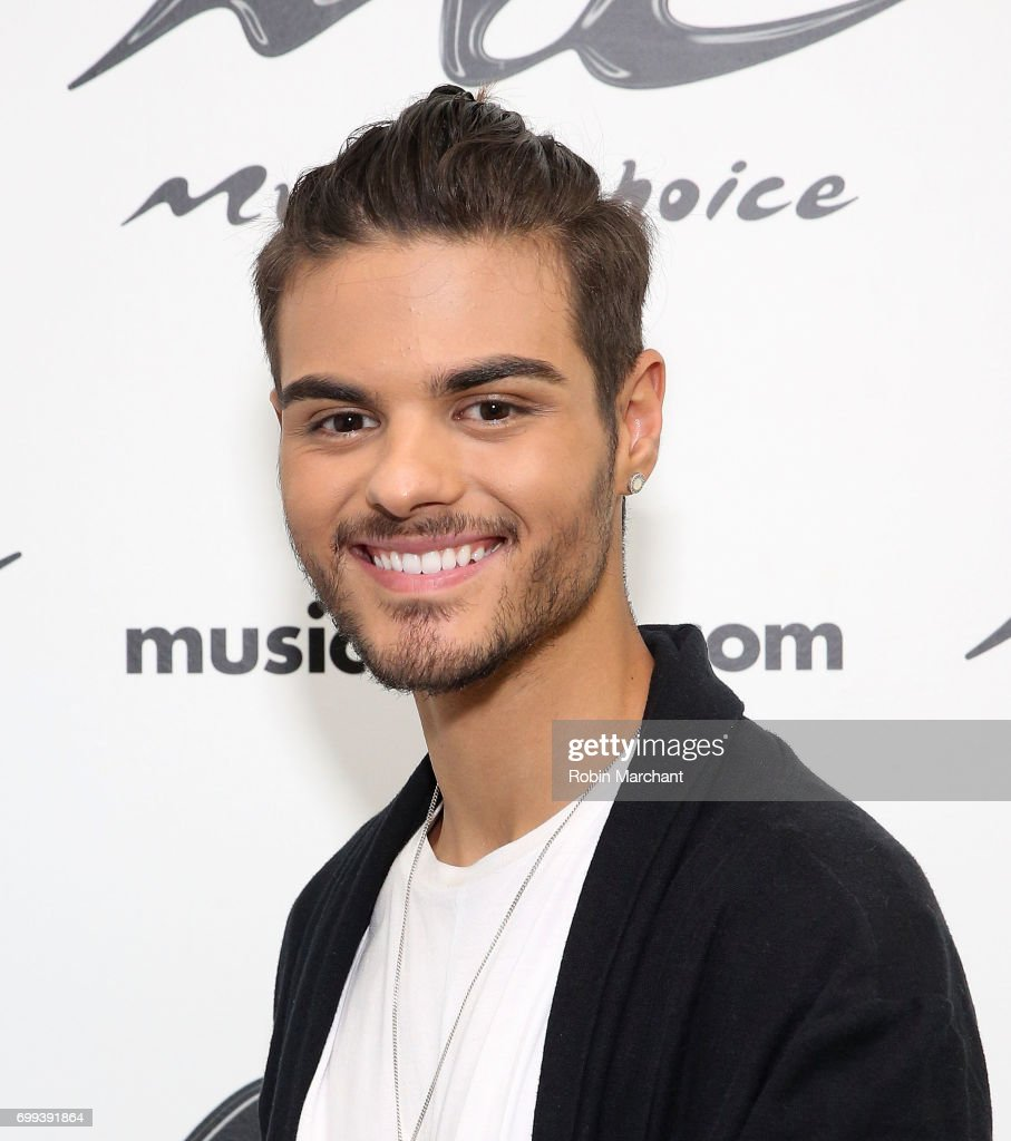 ¿Cuánto mide Abraham Mateo? - Altura Abraham-mateo-visits-at-music-choice-on-june-21-2017-in-new-york-city-picture-id699391864