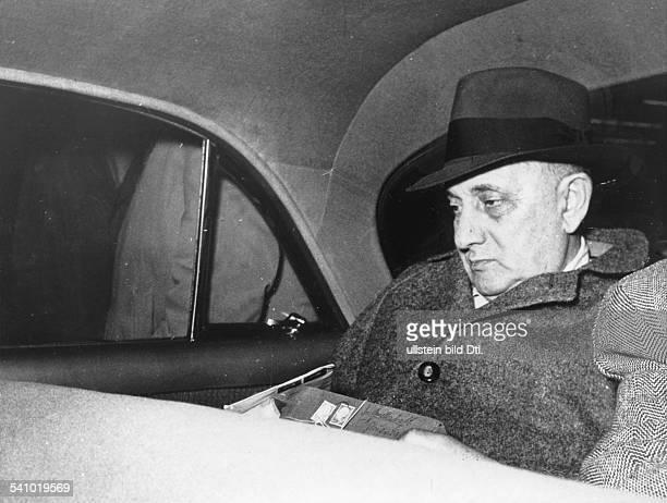 Abraham Paul *02111892Komponist Ungarn der Komponist kehrt nach 23 Jahren in den USA nach Deutschland zurueck Abraham sitzt in einem Taxi das ihn vom...