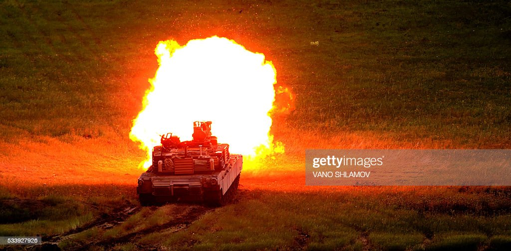 Abrams tank fires during the Noble Partner 2016 joint military exercise at the Vaziani training area outside Tbilisi on May 24, 2016. Some 500 Georgian, 650 US and 150 British troops are taking part in the drills, billed as the largest ever to be held in the Caucasus nation, which fought a brief war with Russia in 2008. / AFP / Vano Shlamov