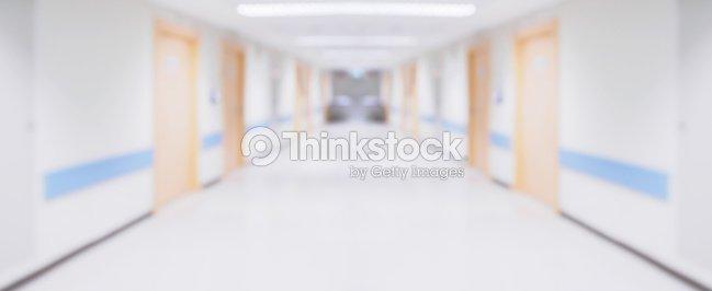 abstrakte unscharfe krankenhaus flur unscharf gestellt medizinischen hintergrund stock foto